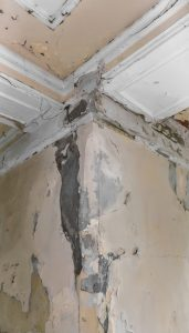 ceiling and walls damage by humidity restoration